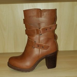 Bumper faux leather brown strap boots